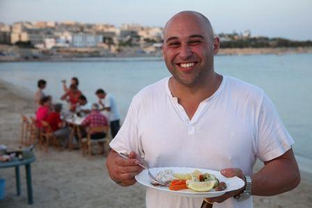 b2ap3_thumbnail_Shane-dining-w-family-on-beach-4-Malta-copy.jpg